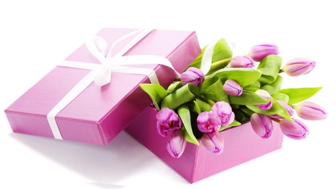 Что подарить любимой в женский день