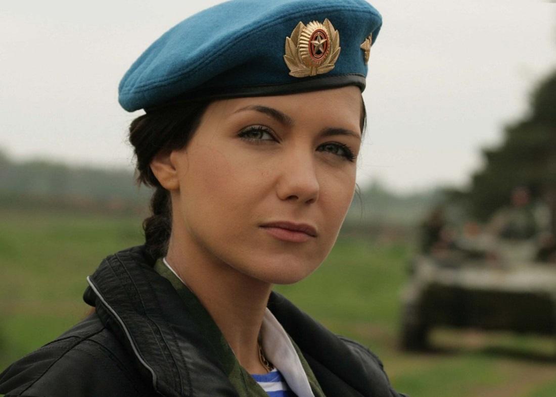 Военнослужащие женщины служба по контракту и статус военнослужащих женщин