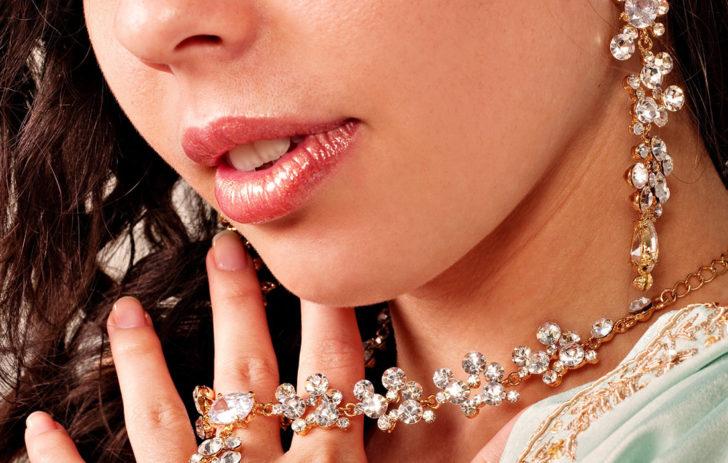 Украшения из драгоценных камней для девушек