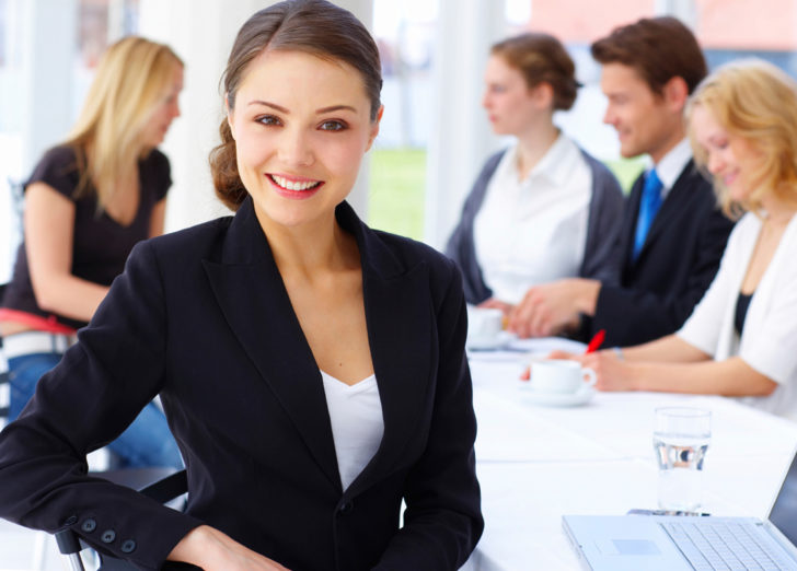Женщина ищет работу