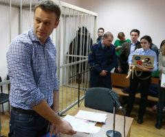 Навальный приговорен к 5 годам лишения свободы