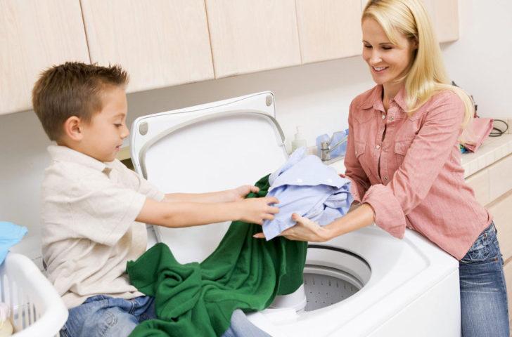 Как научить ребенка помогать родителям