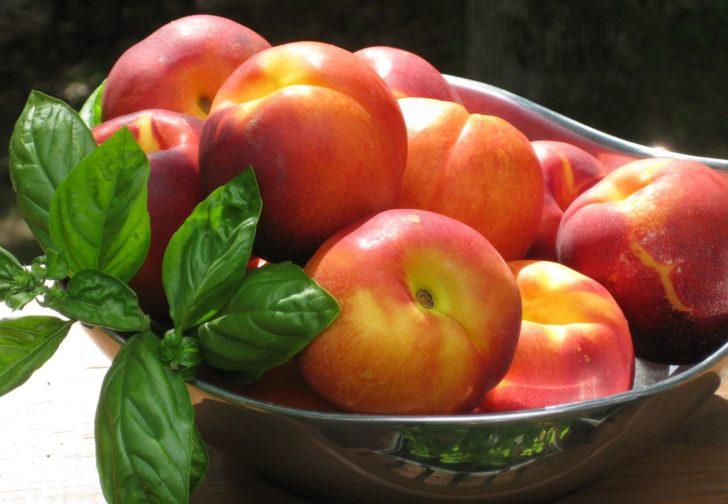 Нектарины полезнее персиков